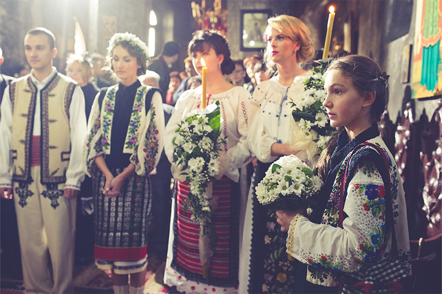 Life is about moments – traditional Romanian wedding in Bucovina, Photo copyright Ovidiu Lesan