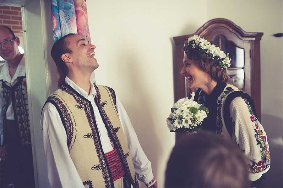 The meeting, Romanian wedding, Photo copyright Ovidiu Lesan
