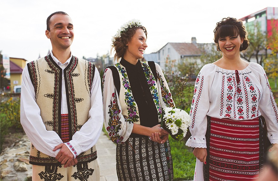 Traditional Costumes, traditional wedding in Romania, Photo copyright Ovidiu Lesan